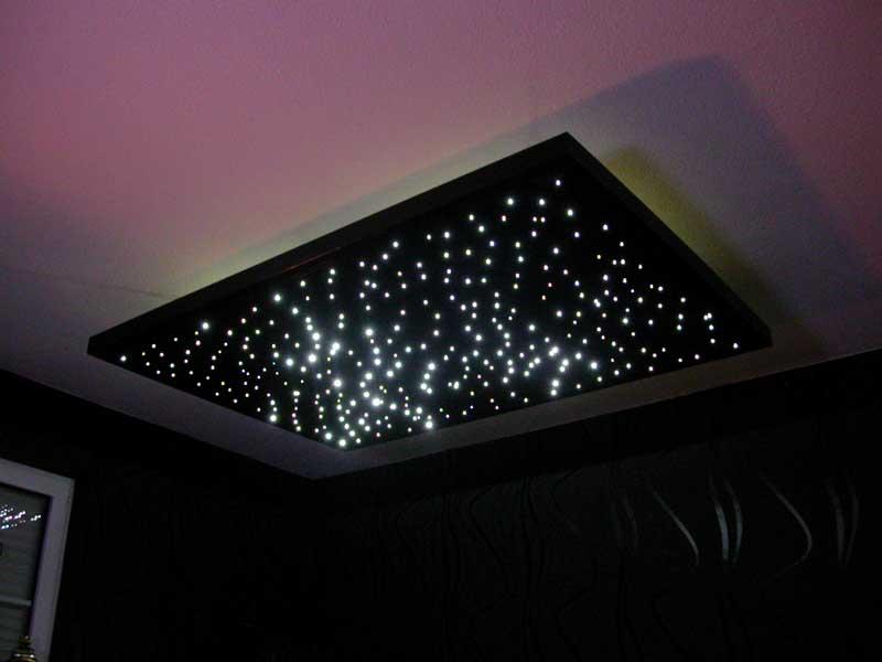 Sterne, Lichtpunkte in einer Spanndecke